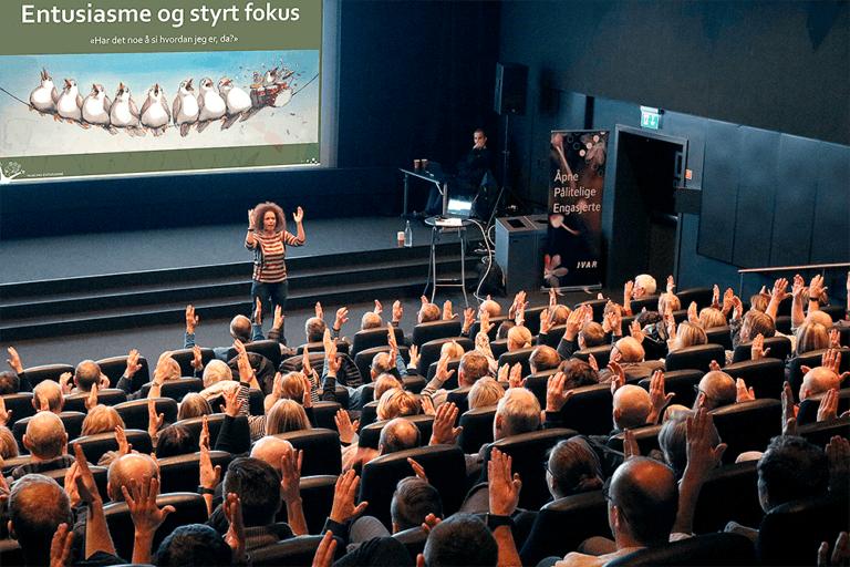 nina nakling på scenen
